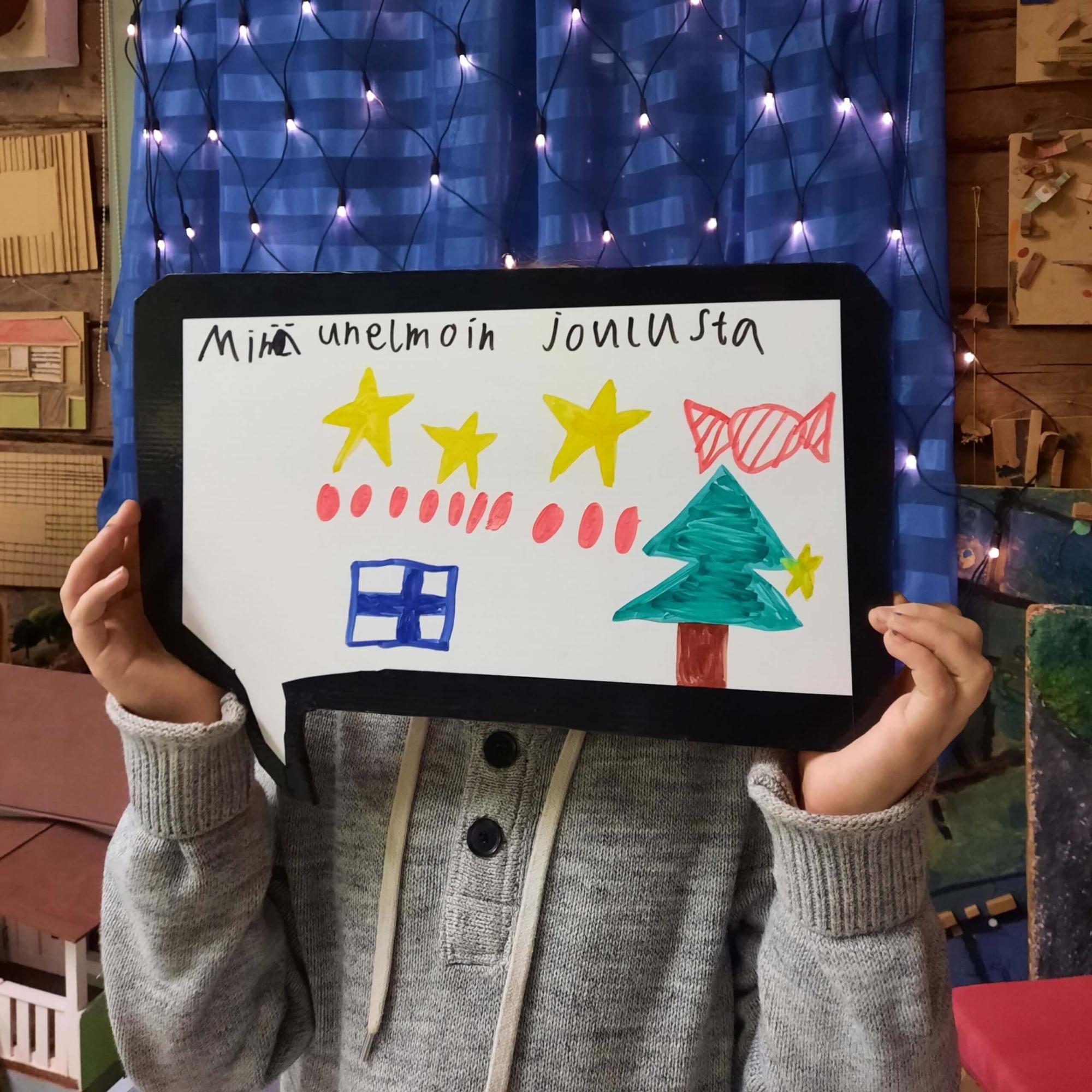 Arkkitehtuuri- ja ympäristökulttuurikoulu Lastun taiteen perusopetusryhmä Tuumat unelmoivat ja kirjoittivat sekä piirsivät unelmiaan ajatuskupliin.